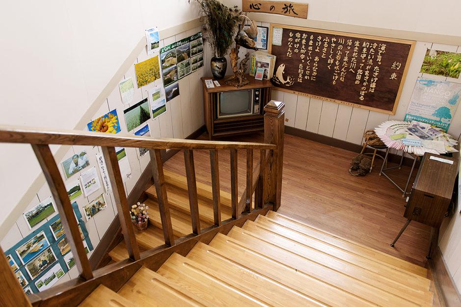 山の楽校 施設紹介 校舎内 階段